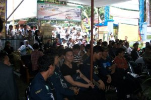 Penonton menyaksikan festival nasyid